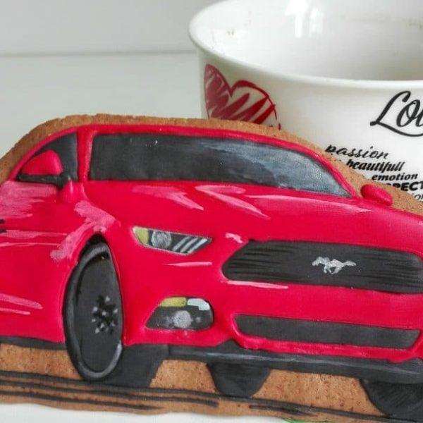 lukrowane ciasteczka dekorowane artystycznie, samochód