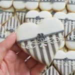 Lukrowane ciasteczka ślubne, podziękowania dla gości, ciastka z inicjałami - Basia sweets