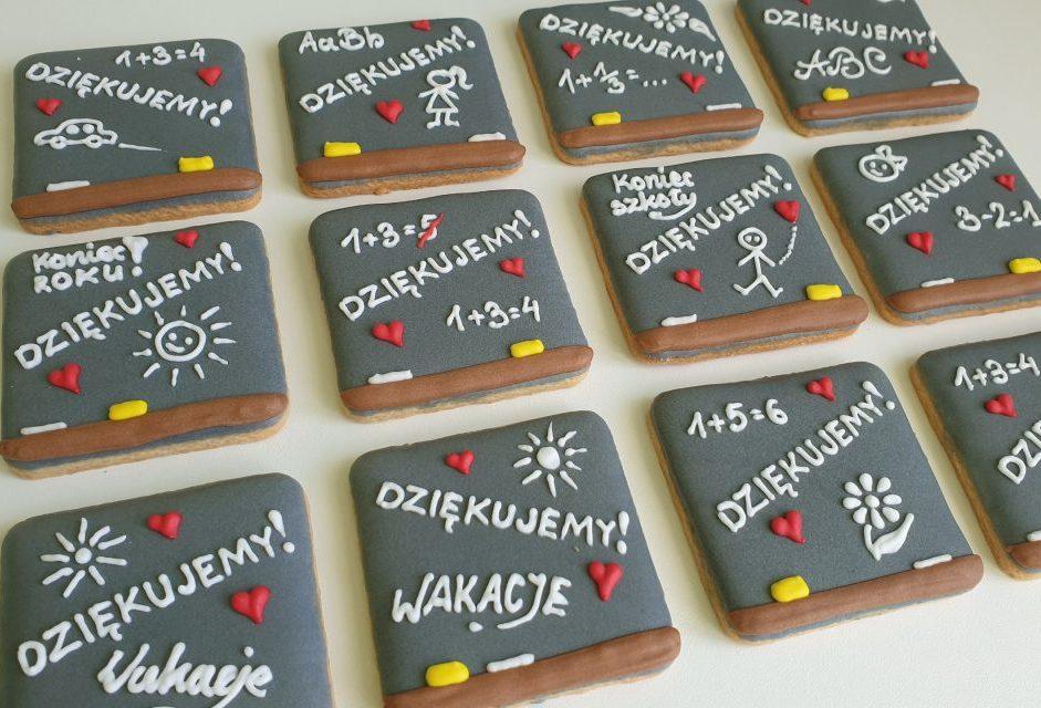 Pierniczki na koniec roku szkolnego - Tablica szkolna, Ciasteczka szkolne dla uczniów i nauczycieli, Koniec roku szkolnego, podziękowanie dla nauczycieli, Lukrowane ciasteczka Basia sweets