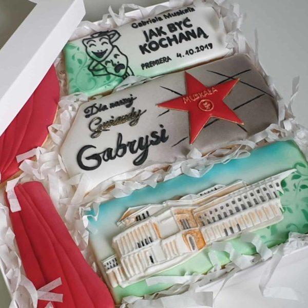 ciasteczka okazjonalne, jak być kochaną, ciastka na podziękowania, komplet ciasteczek w pudełeczku, lukrowane ciasteczka Basia sweets