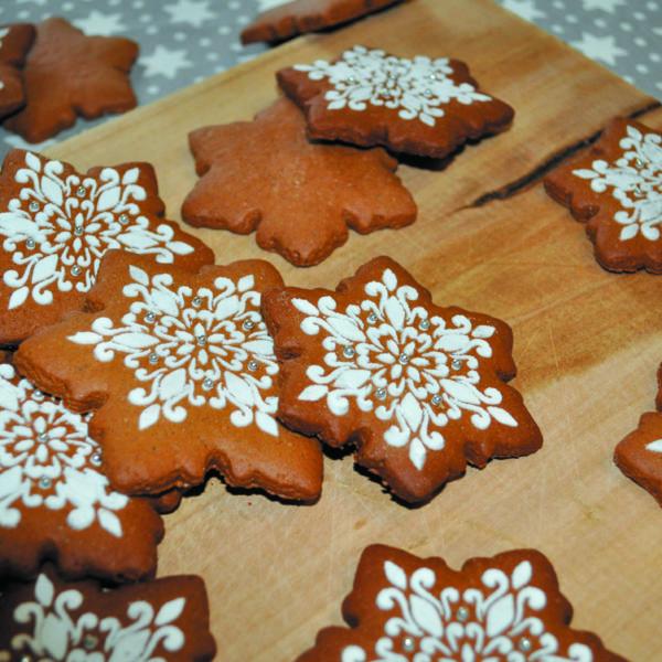 Lukrowane pierniczki - mini śnieżynka, pierniki bożonarodzeniowe, lukrowane pierniczki, pierniki reklamowe, świąteczne pierniki, pierniki ozdobne, pierniczki personalizowane - basia sweets