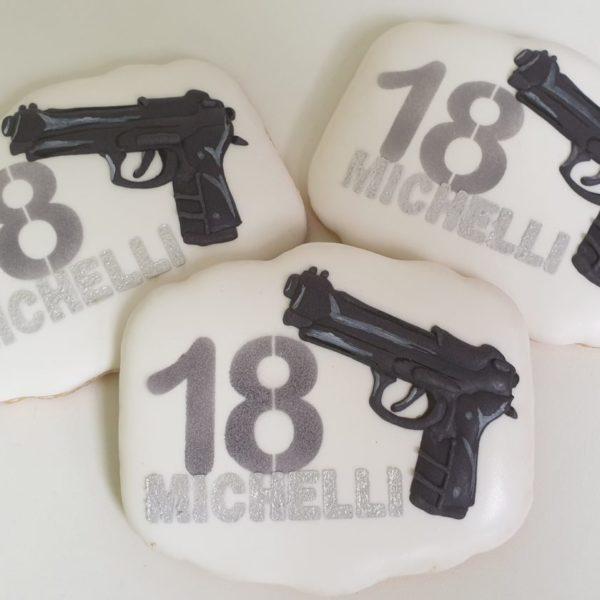 ciasteczka urodzinowe, ciasteczka na 18, 18 urodziny podziękowania dla gości, lukrowane ciasteczka Basia sweets