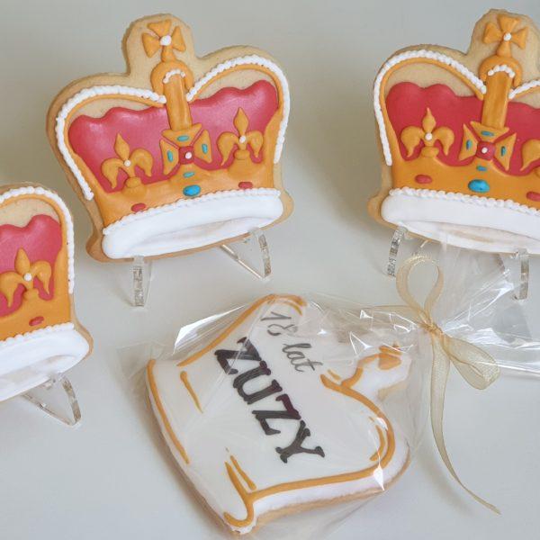 ciasteczka urodzinowe korony, ciasteczka na 18, 18 urodziny podziękowania - Basia sweets