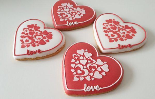 ciasteczka walentynkowe, lukrowane serduszka, serce na walentynki, serce z piernika, lukrowane ciasteczka na walentynki Basia sweets
