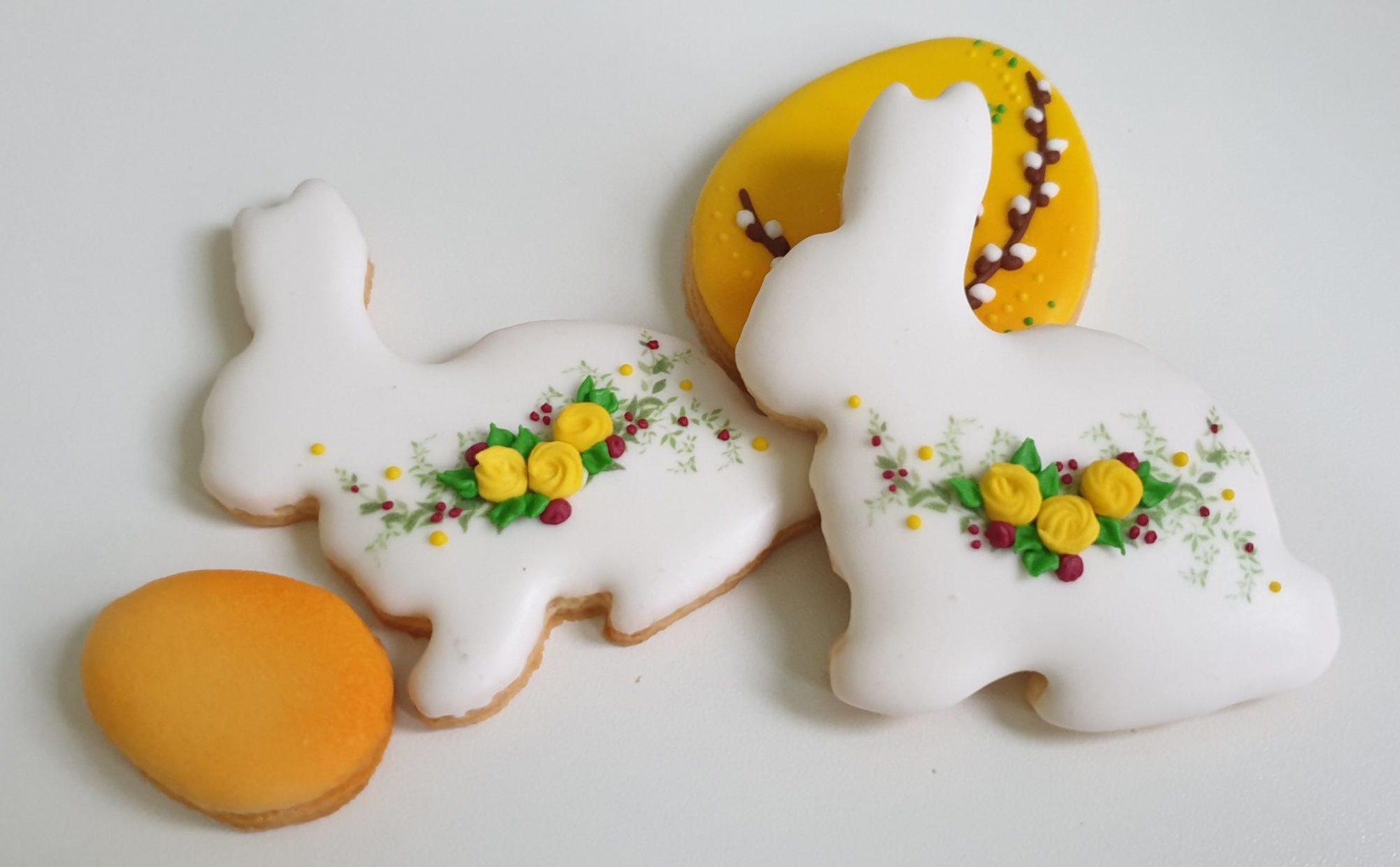 Ciasteczka wielkanocne dekorowane kwiatuszkami, zajączek, Króliczek wielkanocny, ciasteczka wielkanocne, dekoracje wielkanocne, lukrowane ciasteczka Basia sweets